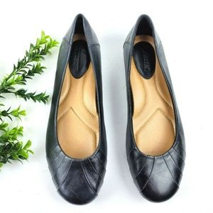 EARTH Bellwether Black Leather Ballet Flats WIDE